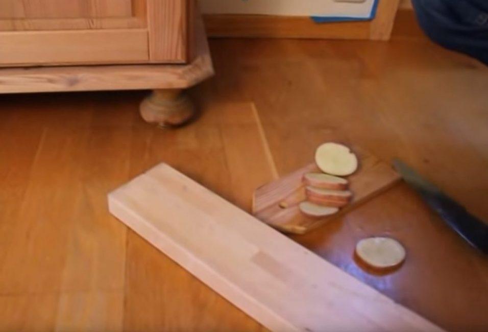 Поскольку у шкафа 4 ножки, нужно 4 кружка картофеля