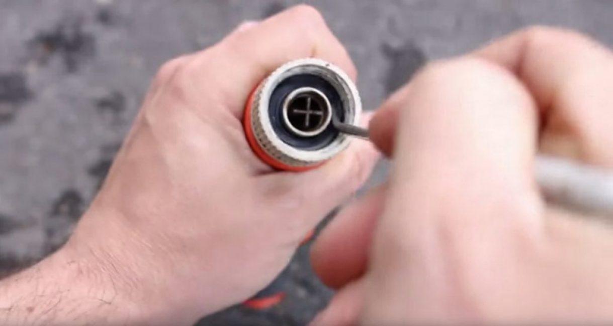 Извлечение уплотнительного кольца