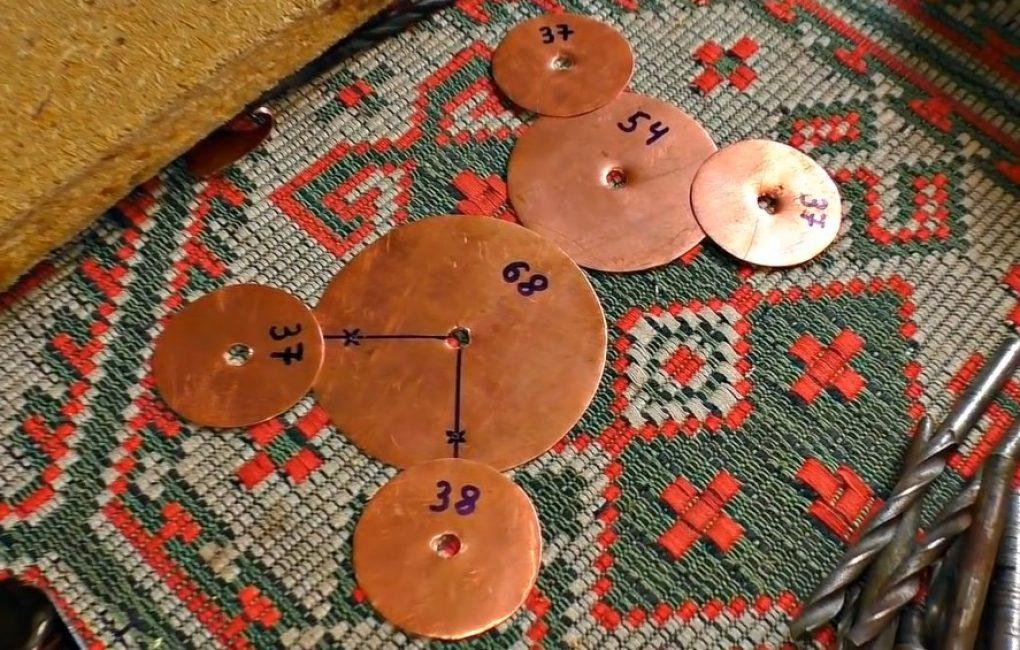 Семь вырезанных кругов для антенны