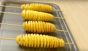 Как нарезать картофель спиралью и приготовить: простая пошаговая инструкция | (Фото & Видео)