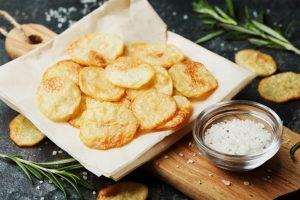 Как приготовить картофельные чипсы в микроволновке за 5 минут: простая пошаговая инструкция | (Фото & Видео)