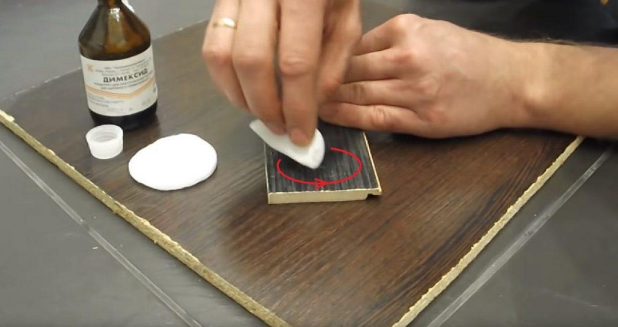 Круговые движения ватным диском по всей поверхности клеевого пятна