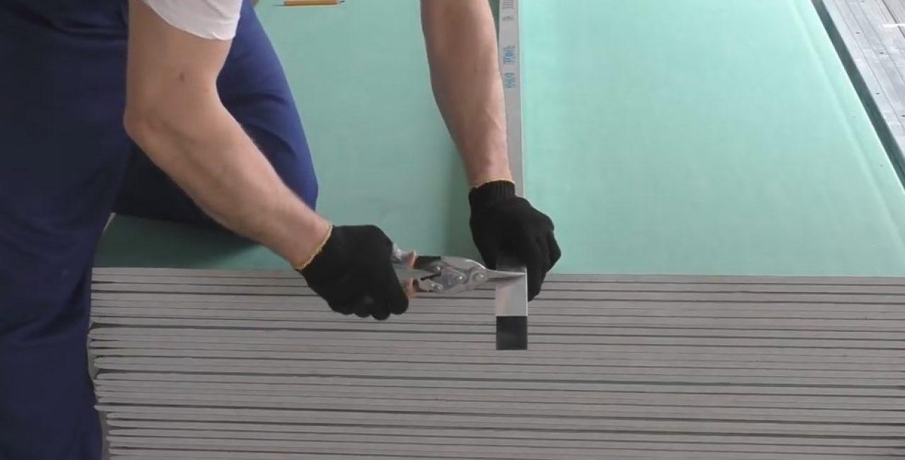 Ножницы хорошо справляются с металлическим профилем для ГВЛ