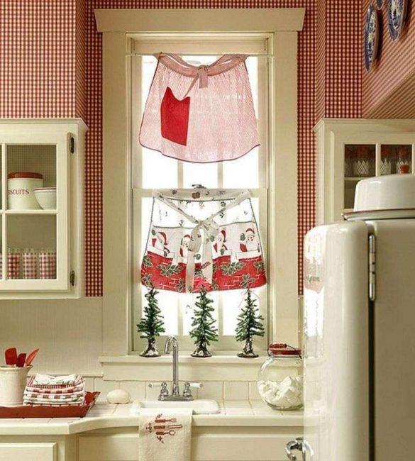 Кухонные шторки на Новый год