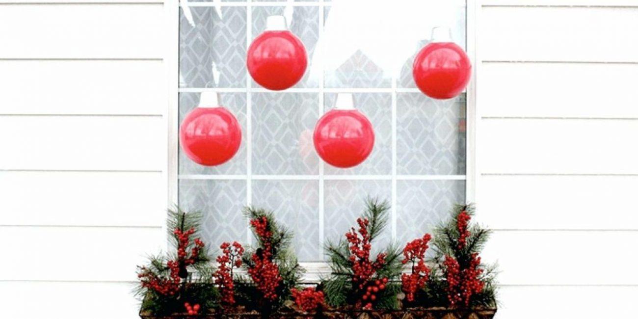 Шторки можно создать даже из воздушных и пластиковых шаров