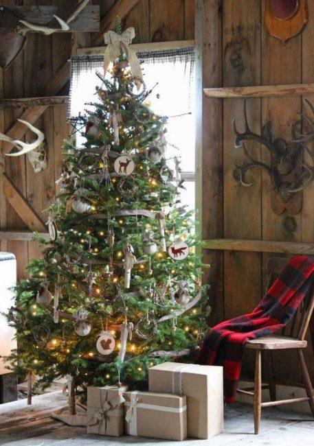 52 Необычное решение – березовые деревяшки и ивовые венки вместо игрушек