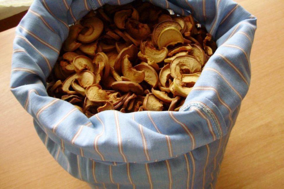 Большой мешок или наволочка для досушивания яблок