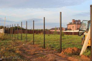 Как установить заборный столб который простоит более 100 лет? Инструкции по установке своими руками | (Фото и Видео)