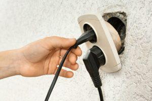 Ремонт выпадающей розетки из стены: простой лайфхак | (Фото и Видео)