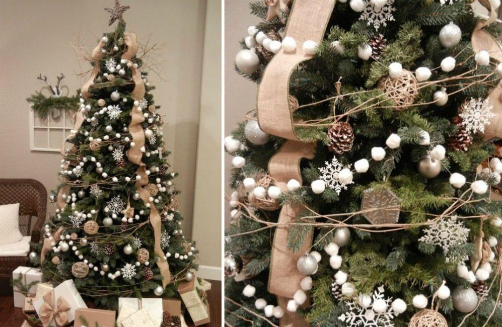 Эта елочка – яркий пример декора в эко-стиле. Основа украшения – льняная лента, гирлянда из ваты и древесных прутьев