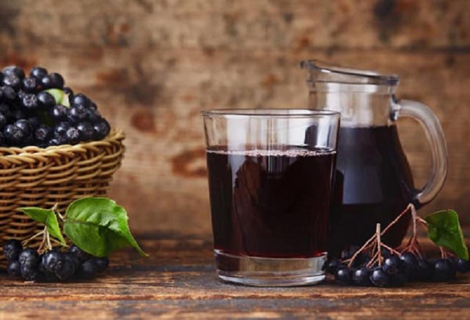 Свежие плоды и приготовленный сок