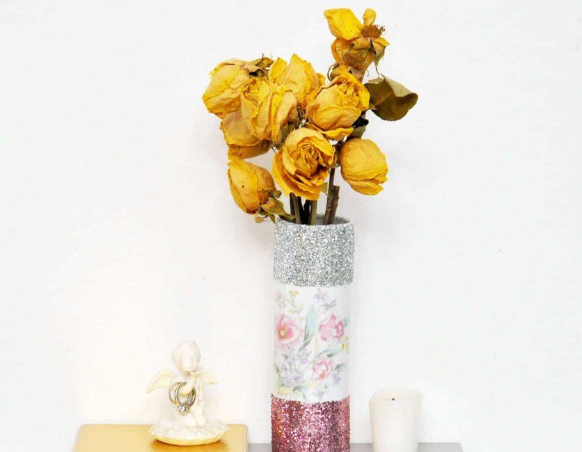 Красивая блестящая ваза подходит в любой интерьер