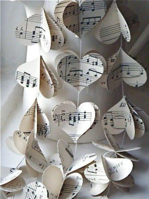 Необычные сердечки из нотной бумаги