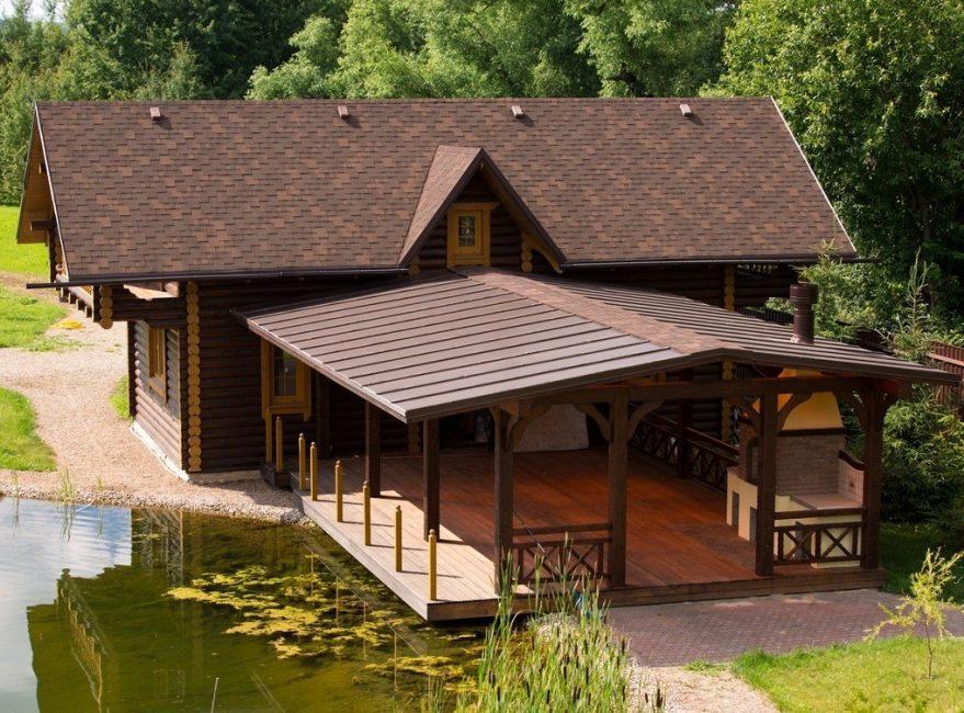 Банный оздоровительный комплекс в усадьбе с размещением террасы возле пруда
