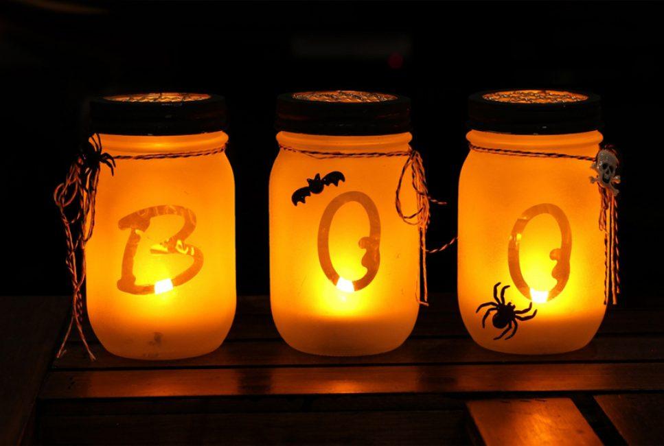 Для создания мрачного освещения можно также оформить банки в стиле Хэллоуина
