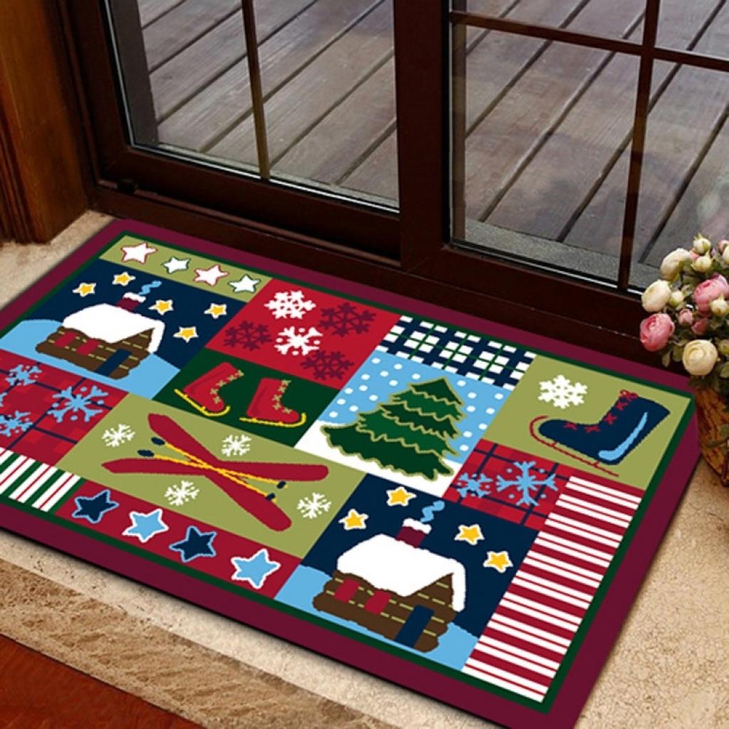 У двери располагают новогодний коврик