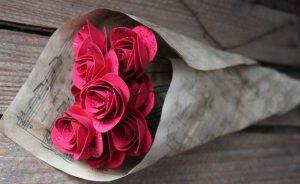 Как сделать розу из обычной и гофрированной бумаги: пошаговые мастер-классы | (110+ Фото & Видео)