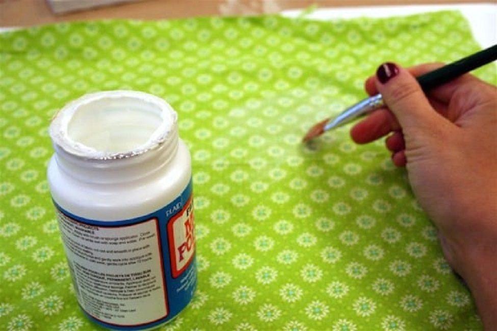 Клей ПВА отлично фиксирует салфетки и декоративную бумагу
