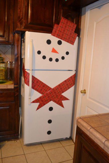 Украшение холодильника на новый год