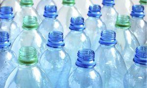 Вы точно не видели такого необычного применения пластиковых бутылок на даче!
