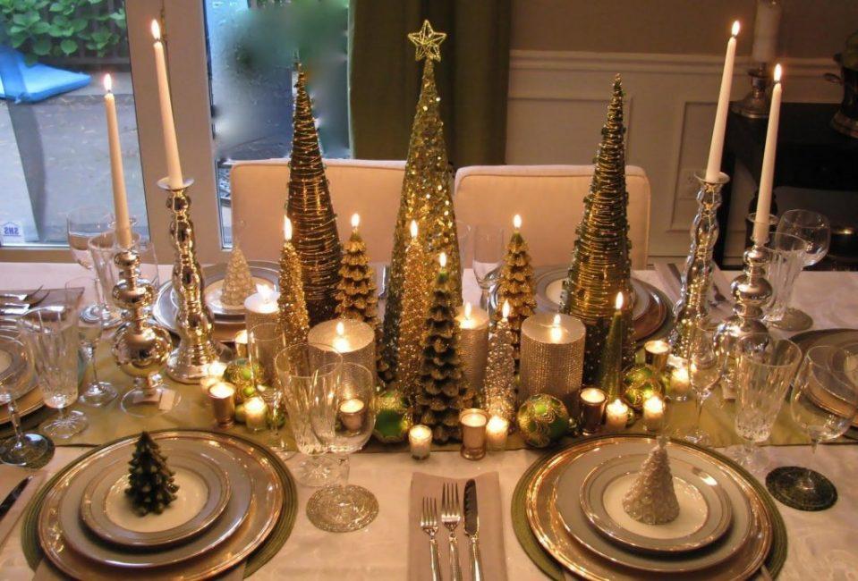В сервировке новогоднего стола подсвечники играют первостепенную роль