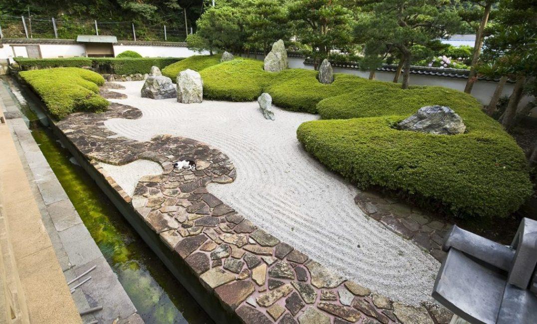 Вариант каменного сада в японском стиле