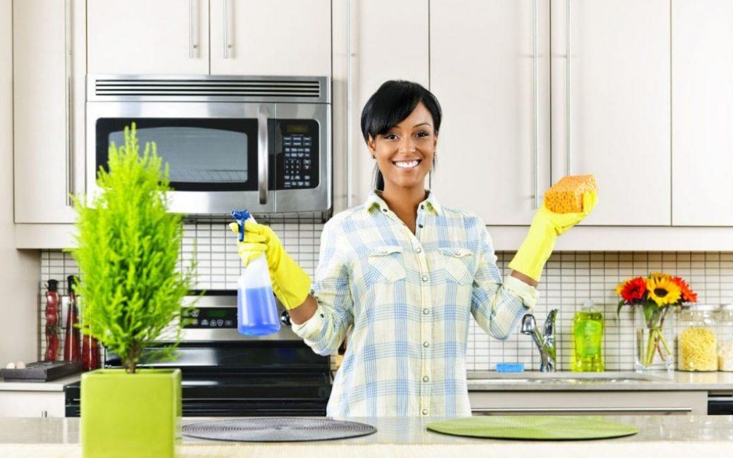 Использование перчаток при избавлении от мошек
