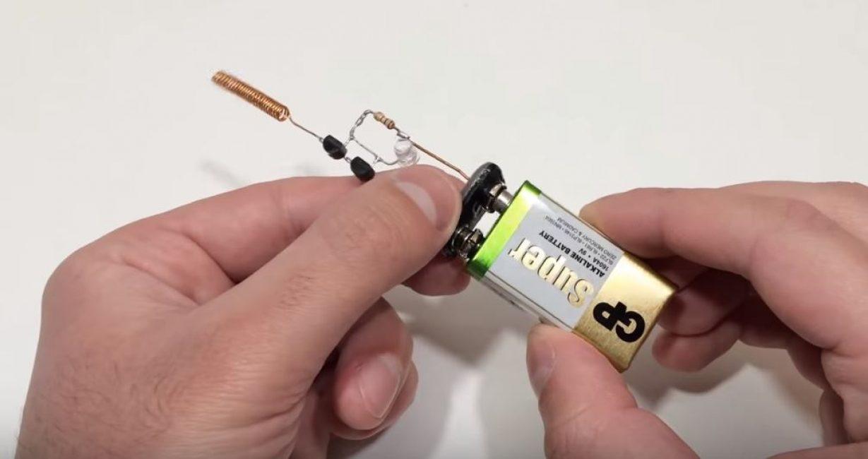 Подключаем батарейку