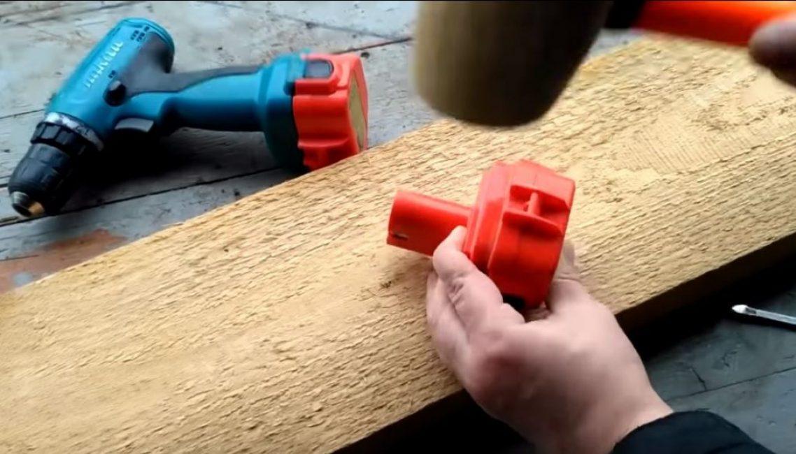 Берем резиновый молоток