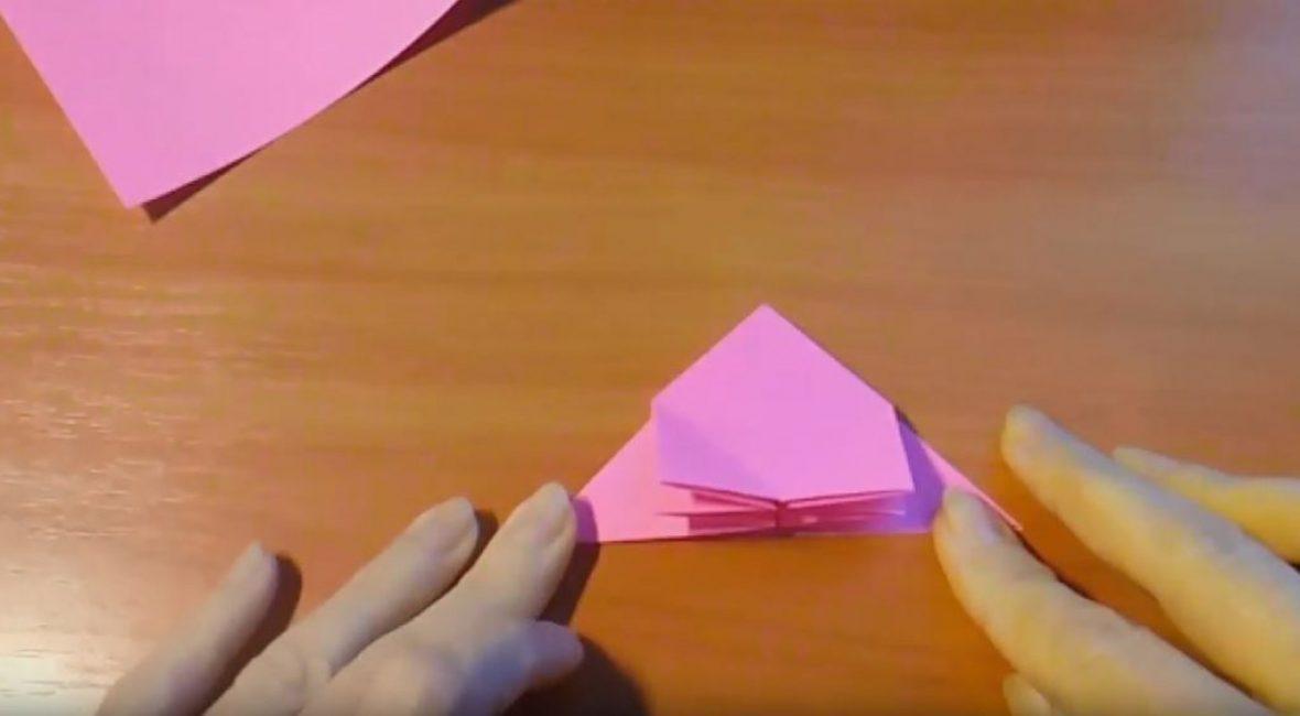 надавливаем на сгибы и получаем два прямоугольника