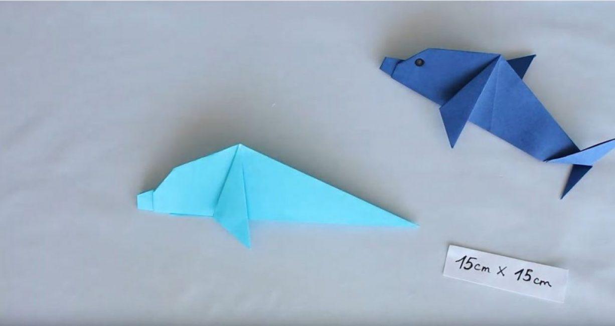 Сгибаем боковой треугольник так, что бы поделить складку пополам