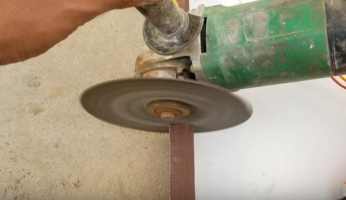 Вырезаем дырку под вентилятор