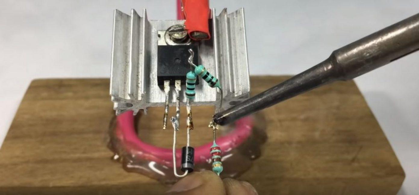 Припаиваем диод и транзисторы
