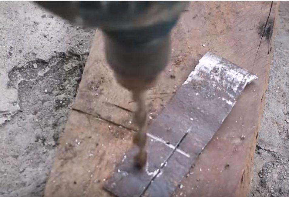 Сверлим дыру в прямоугольной пластине