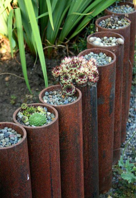 При достаточном диаметре труб в них можно засыпать какой-нибудь декоративный материал или даже посадить растения с небольшой корневой системой