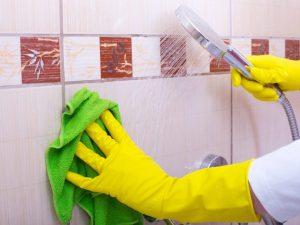 Как удалить плесень в ванной на стенах между плиткой?   Самый эффективный способ🧹🚿 🛀