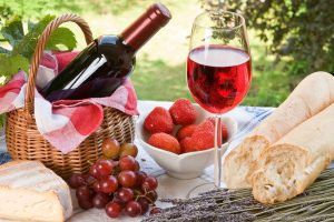 Как открыть бутылку вина без штопора 🍷: простой лайфхак | (Видео)