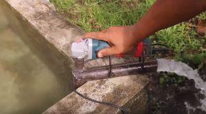 Мощная помпа для перекачки воды ⛲: необычное использование болгарки