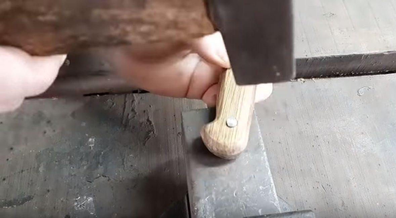 Расклепываем заклепку молотком