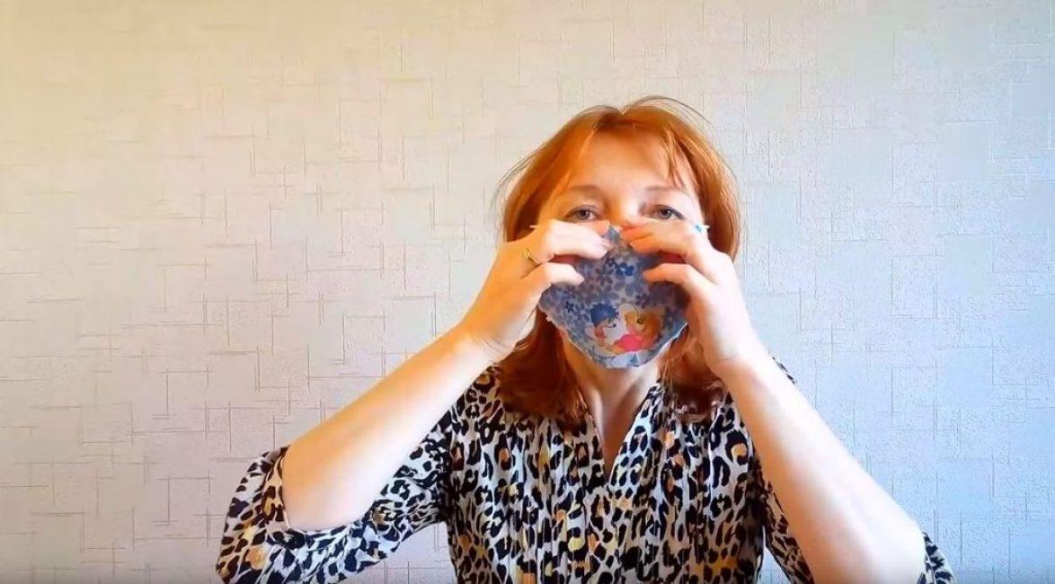 Обжимаем скрепку вокруг носа