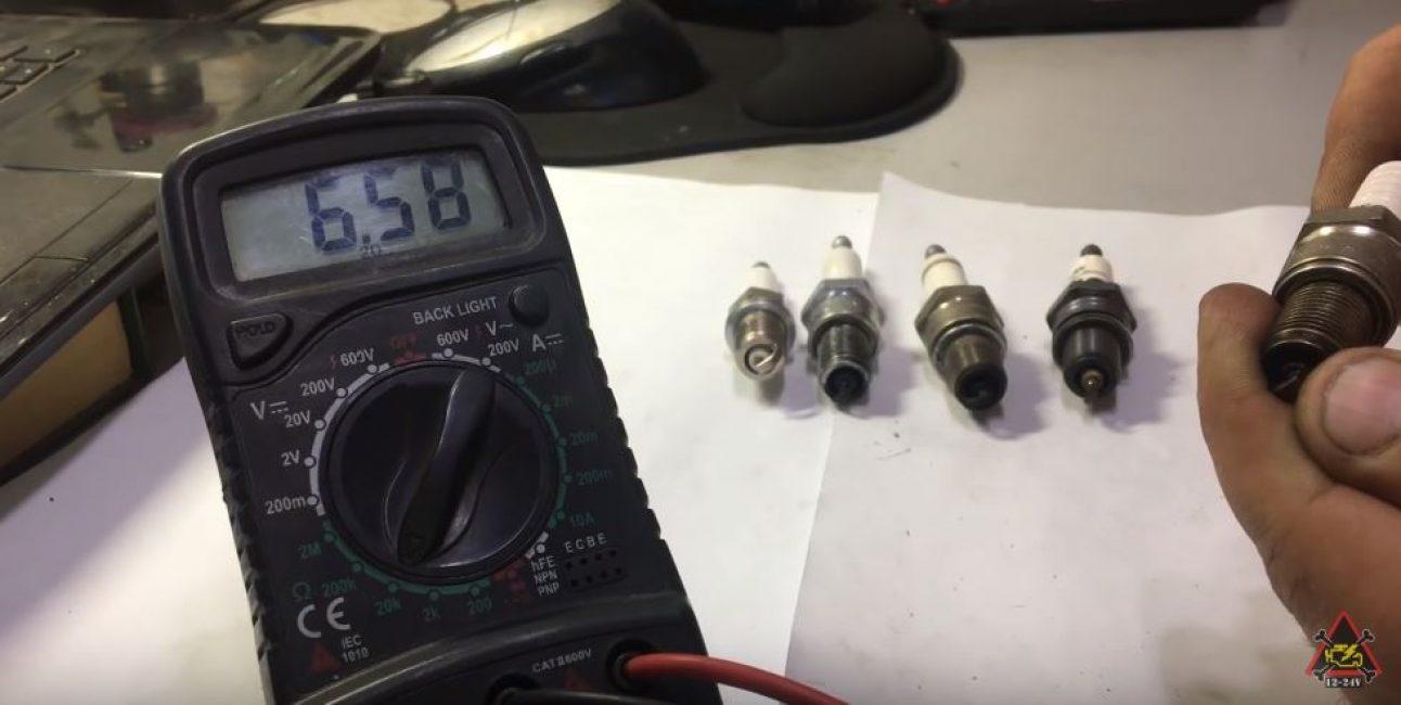 Измерительный прибор показывает сопротивление 6,58 кОм