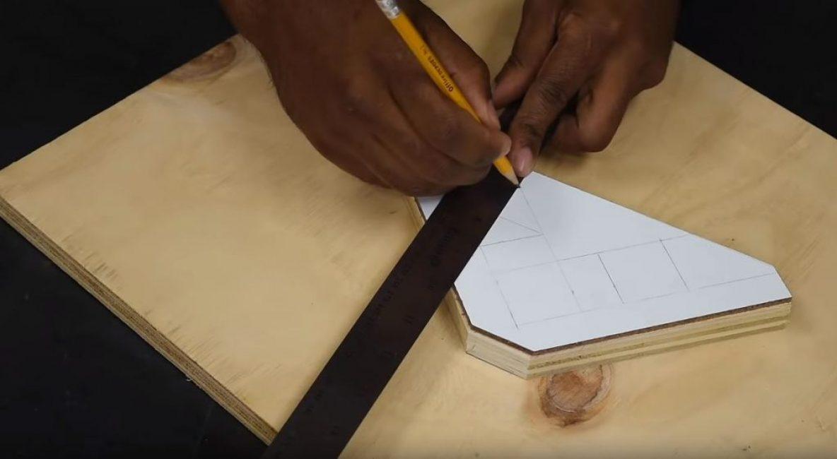 вырезаем равнобедренный прямоугольный треугольник