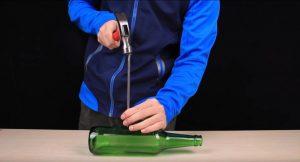 Как проткнуть бутылку гвоздем? 🔨 | Несложный фокус, и ваши гости будут в восторге