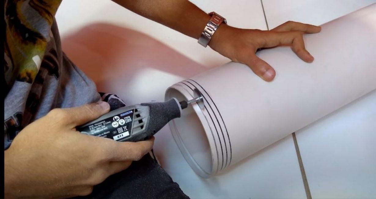 На трубе ø150 мм отмечаем 4 кольца толщиной 1 см и отрезаем их
