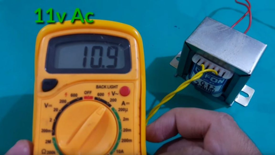 Мультиметром измеряем напряжение на вторичной обмотке трансформатора