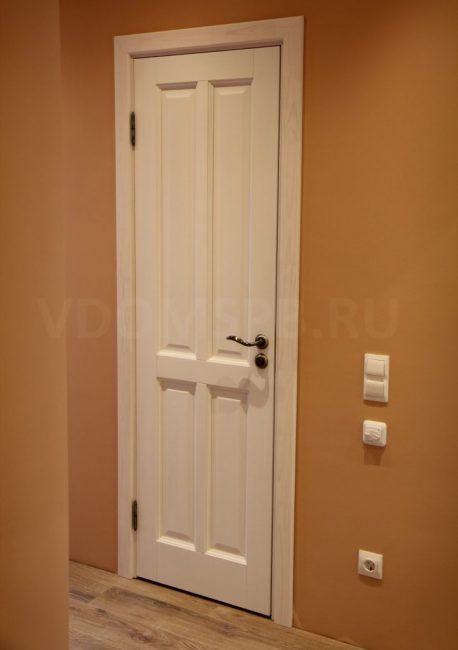 Дверь из массива сосны с покрытием белый воск
