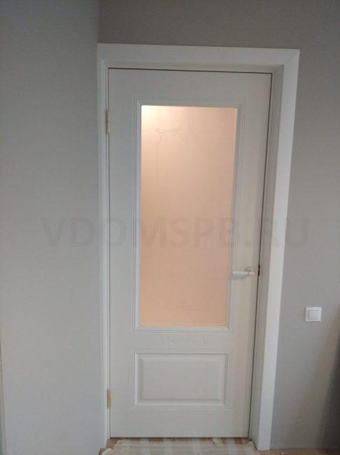 Дверь с отделкой из белоснежной ПВХ плёнки