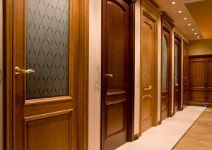 Что лучше, межкомнатные двери из экошпона, ПВХ, натурального шпона или массива