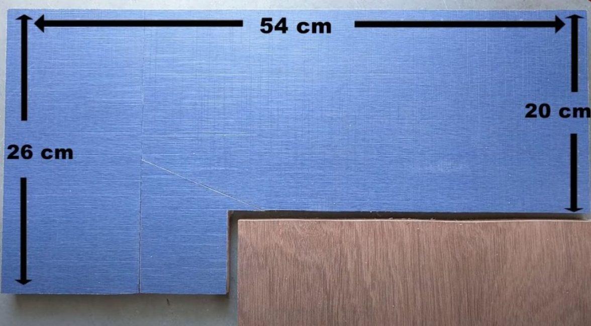 Из фанеры вырезаем Г-образную основу под станок