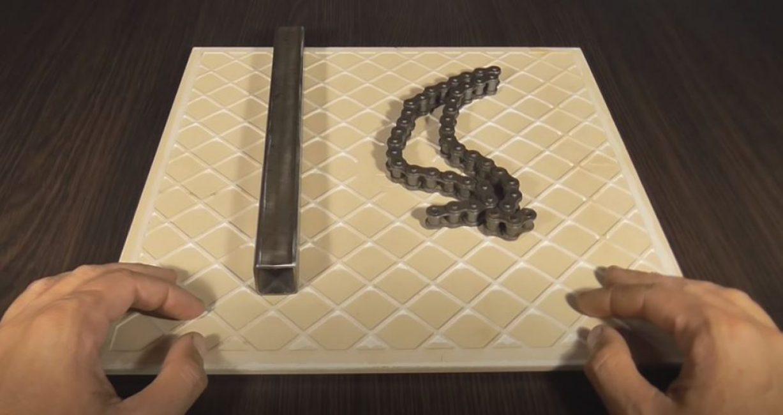 От профильной трубы отрезаем кусок длиной 30 см